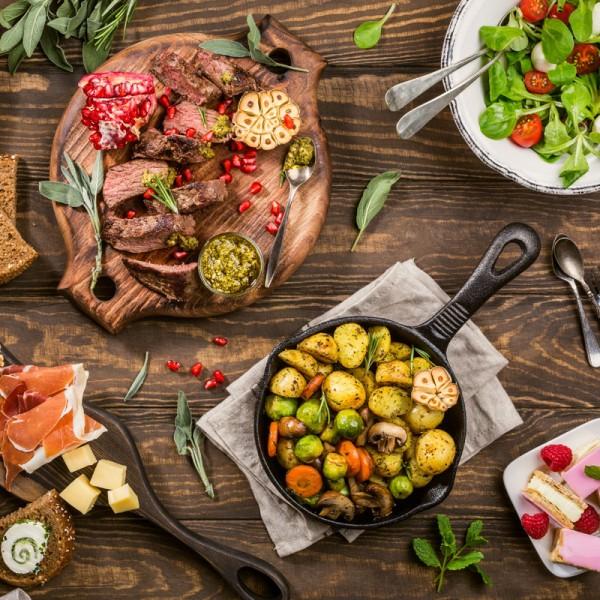 hochzeit-essen-familienstil-family-style